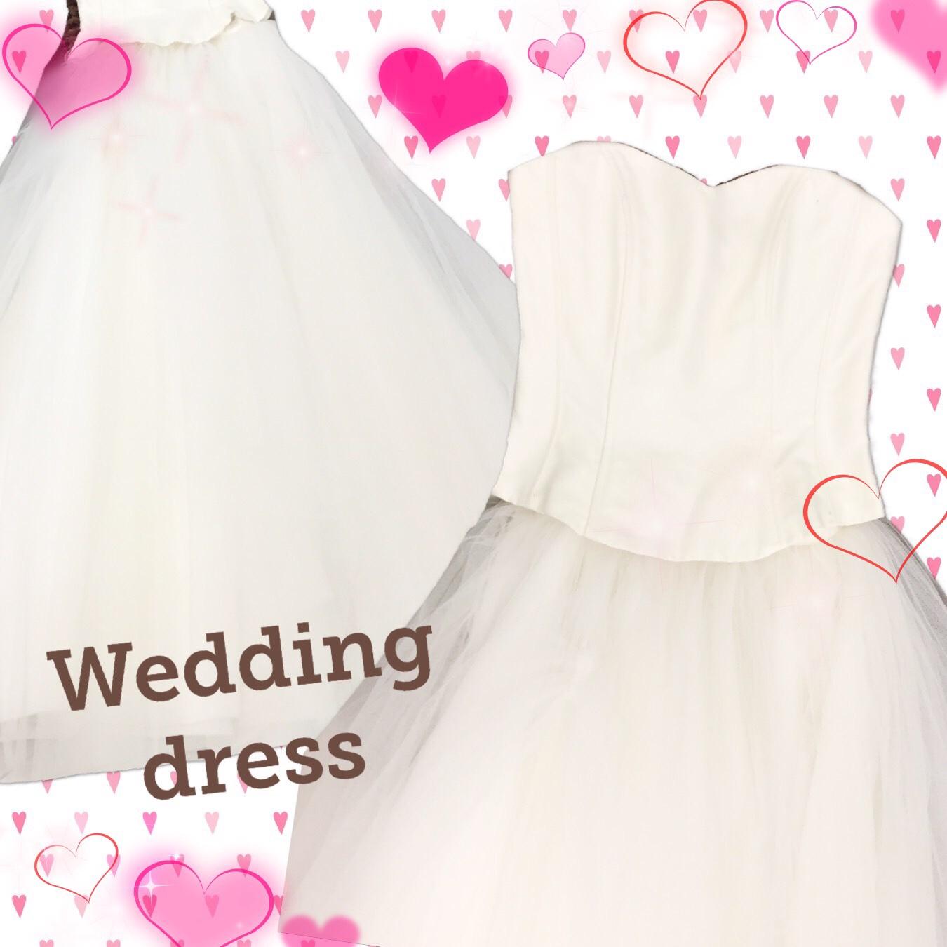 ふわふわスカートのウェディングドレス